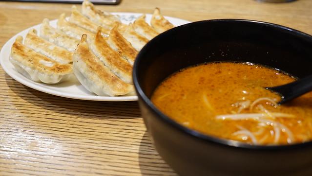 原宿餃子と担々麺