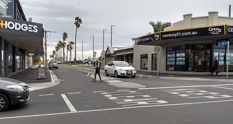 Main road/side street intersection, Bentleigh
