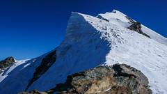 Dużo lodu, mało śniegu, trunde warunki na grani Tetnuldi. Wysokość 4450m