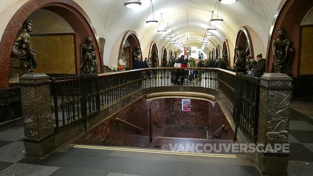 Ploshchad Revolyutsii metro station