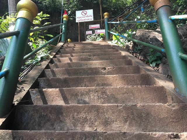 階段、高っ!