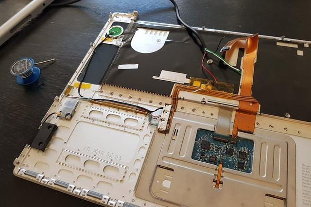 Un vieux Macbook zombifié avec un Dex Samsung