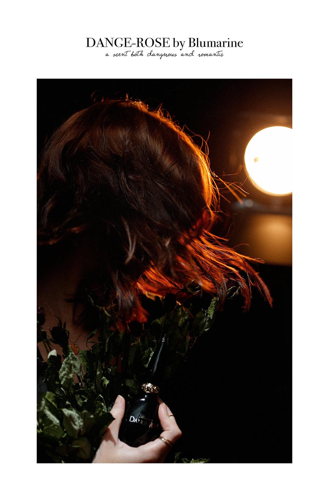 blumarine dange rose parfum perfume scent flaconi shooting light dark darkness roses shooting backlight brunette beauty beautyblogger gothic goth style medieval cats & dogs beautyblog ricarda schernus 3