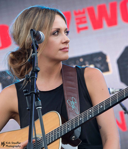Carly Pearce @ Hometown Throwdown