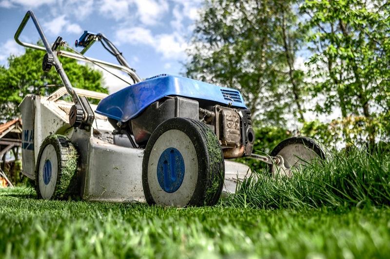 Jardineros en acción - Maquinaria de jardinería