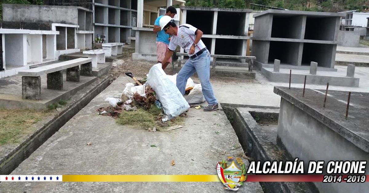Se realiza mantenimiento en cementerio de Canuto