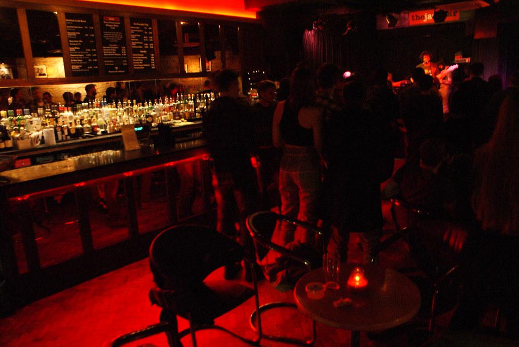 Où sortir : Jazz Bar à Edimbourg, des concerts de jazz tous les soirs jusqu'à 3h du matin.