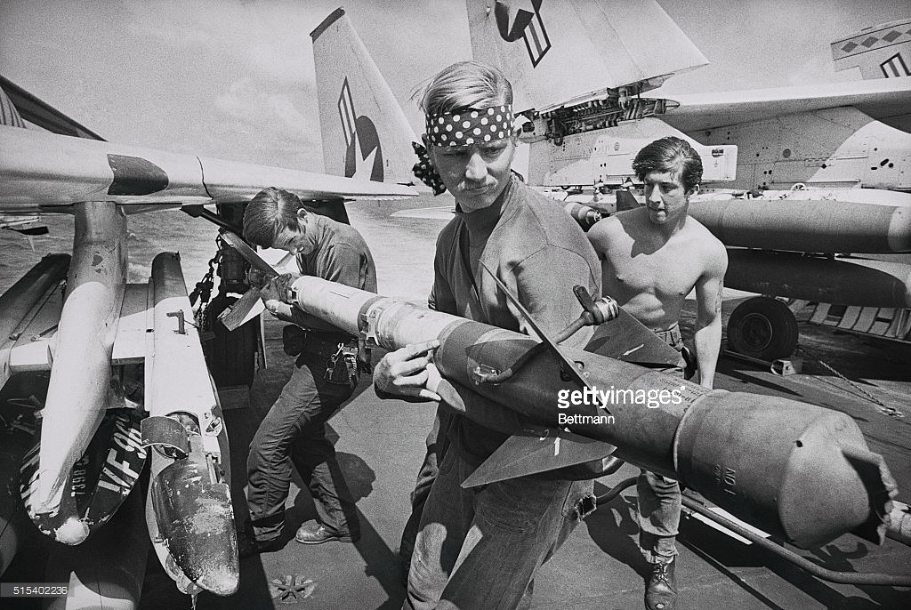 US crewmen loading missiles