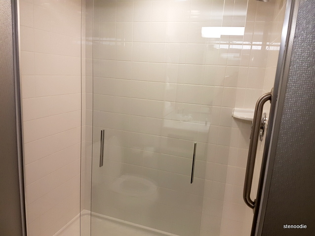 Holiday Inn Express & Suites Oshawa shower