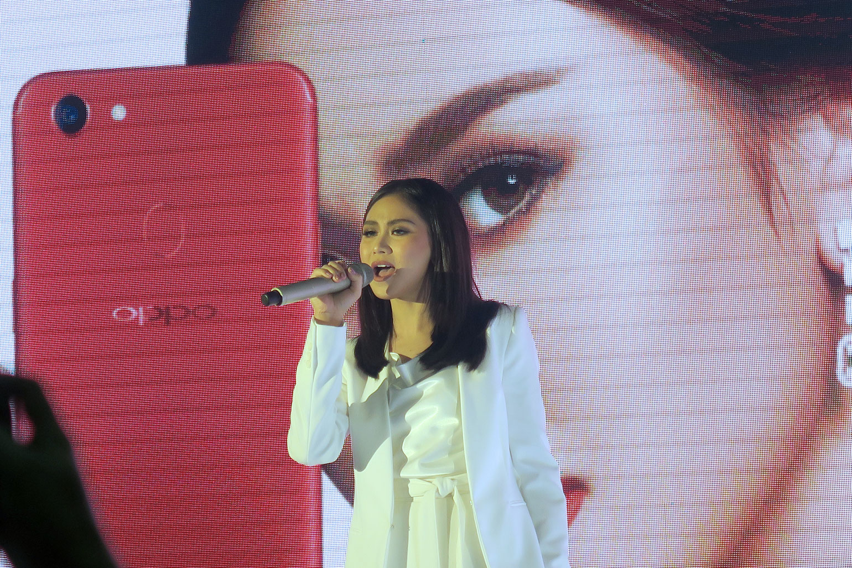 8 OPPO F5 Review - Selfie Expert - Capture The Real You - Gen-zel She Sings Beauty