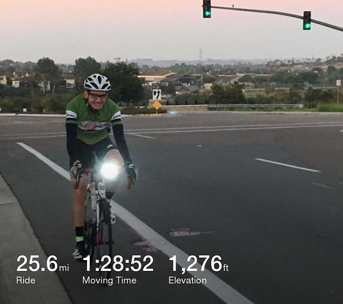 Fall is here... Arm warmers and vest along with lights for Dawn Patrol 🚴. 52f at the start, chilly for San Diego.