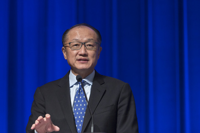 """Tue, 10/17/2017 - 11:04 - October 17, 2017 -WASHINGTON DC - Conversation On End Poverty Day: How Can We Break The Cycle?  Jim Yong Kim, President, World Bank Group; Maimuna Ahmad, Founder and CEO, Teach for Bangladesh; Beatriz """"BB"""" Otero, President of Otero Strategy Group and Senior Advisor, Bainum Family Foundation; Carolina Sanchez-Paramo, Senior Director, Poverty and Equity Global Practice, World Bank Group; Richelieu Lomax, Regional Team Leader, Integrity Vice Presidency, World Bank; Lola Ogunnaike, Journalist and Television correspondent. Photo:  World Bank / Simone D. McCourtie   Photo ID: 101717-EndPovertyDay-0041f"""