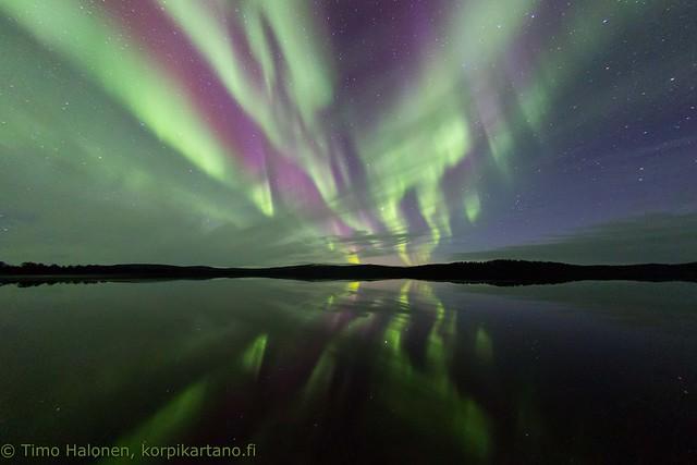 Northern lights over Lake Menesjärvi