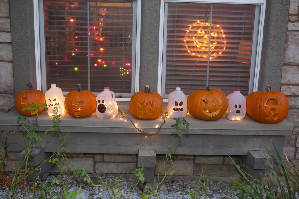 halloween pumpkins and ghosts