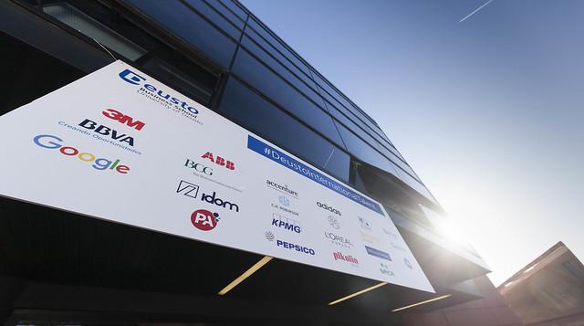 26/10/2017 - 22 empresas multinacionales se dan cita en Deusto en la primera Feria Internacional de Prácticas organizada por Deusto Business School