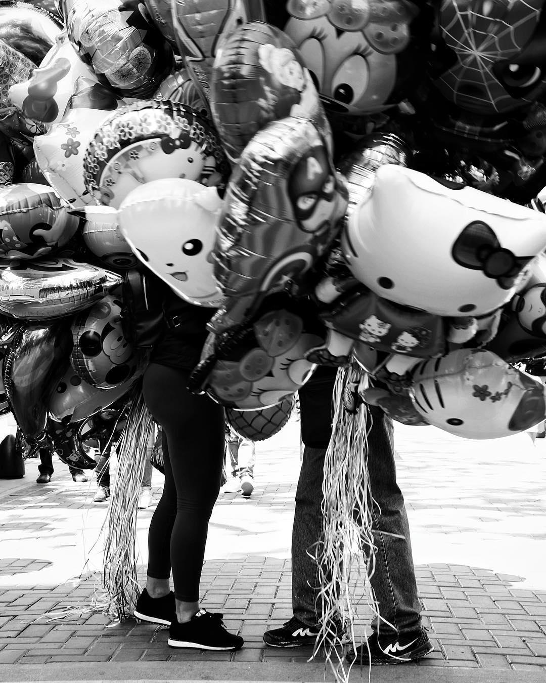 Globos #streetphotography #bnw #blackandwhite #blackandwhitephoto