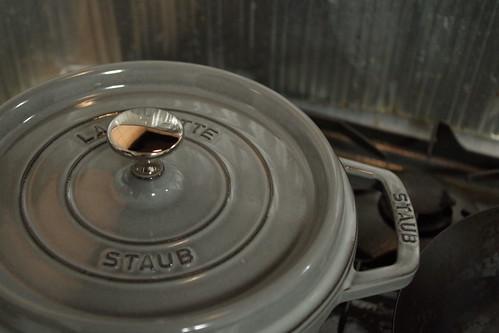 鶏肉のトマト缶煮込み@STAUB