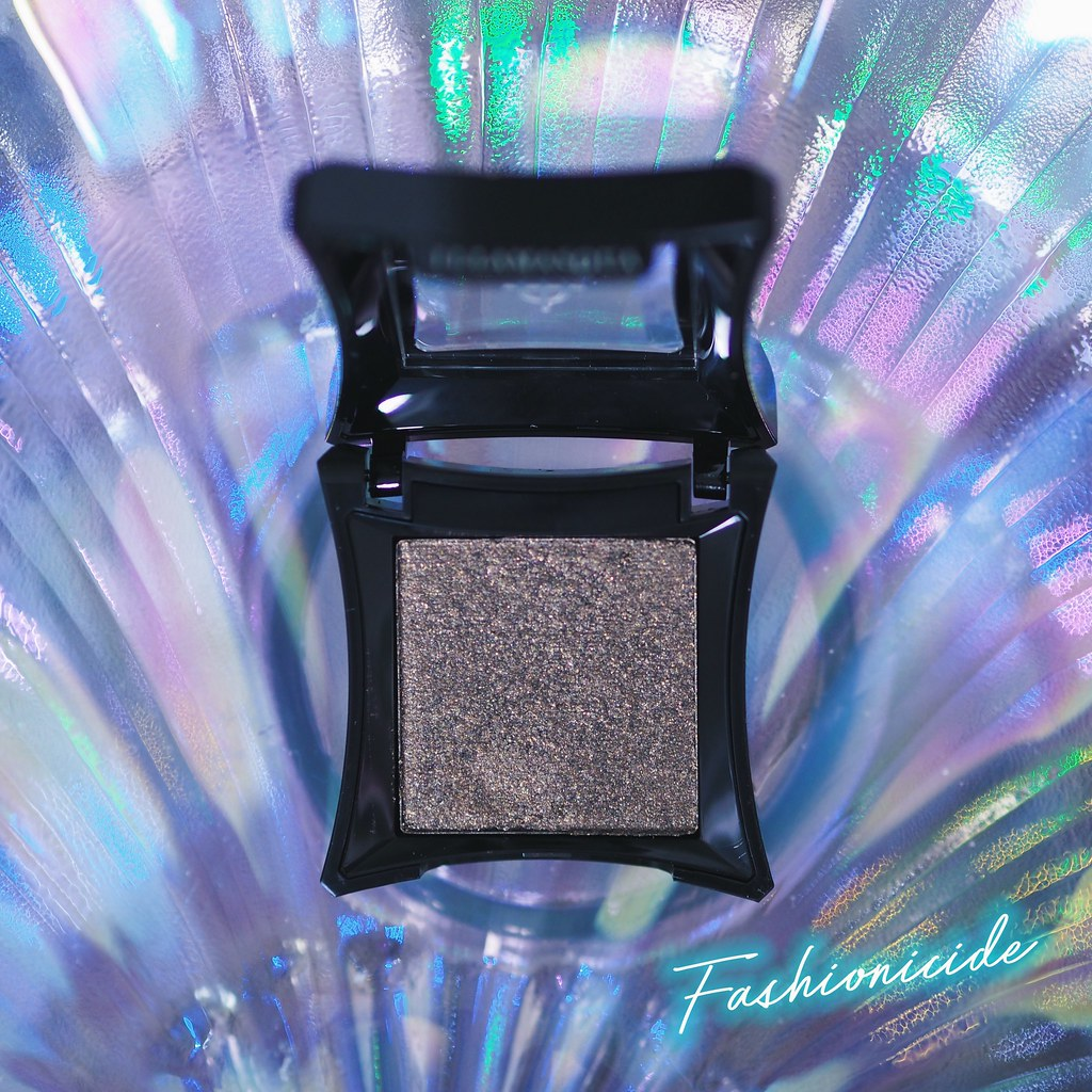 Illamasqua powder eyeshadow Enchantment