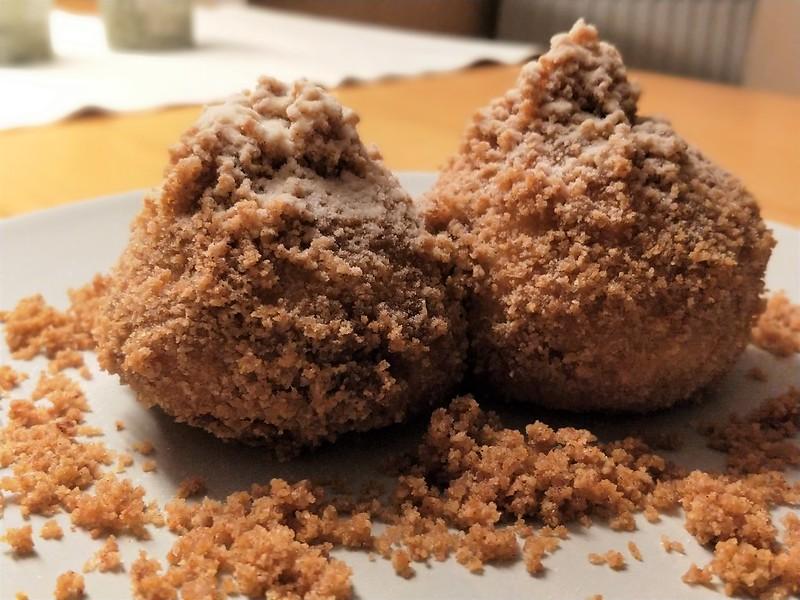Topfen-Nougat-Knödel mit Butter-Zimt-Bröseln