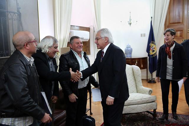 Ministro del Interior recibe a la senadora Isabel Allende y representantes de los sindicatos de ex tripulantes pesqueros y de portuarios | 19.10.17