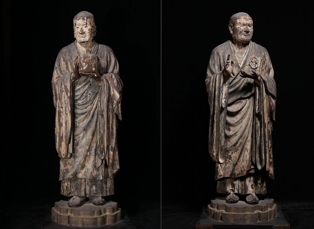 左)国宝《無著菩薩立像》運慶作 右)国宝《世親菩薩立像》運慶作(奈良・興福寺蔵)写真:六田知弘