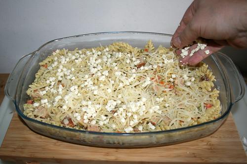56 - Weitere Schicht Käse einstreuen / Dredge with more cheese