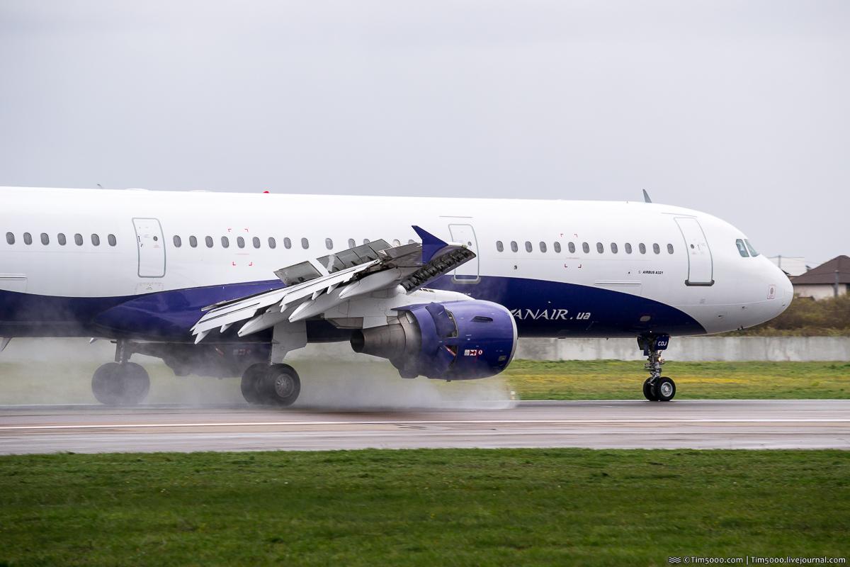 Airbus A321 UR-COJ