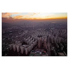 Sunset from the 107th floor of Lotte World Tower, Seoul Leica Q . #leicaQ #leica #leicacamera #leicaqtyp116 #leicacraft #leica_photos #leica_uk #leica_world #leicaphotography #leica_club #twitter #korea #seoul #tower #discover #travel @lucernefestival #on
