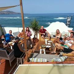 Chit chat on the front row rooftop - #surf #grancanariasurfcamp #grancanaria #laspalmas #beach #surfpromo #asociaciónlaspalmas #stayforfreelaspalmas