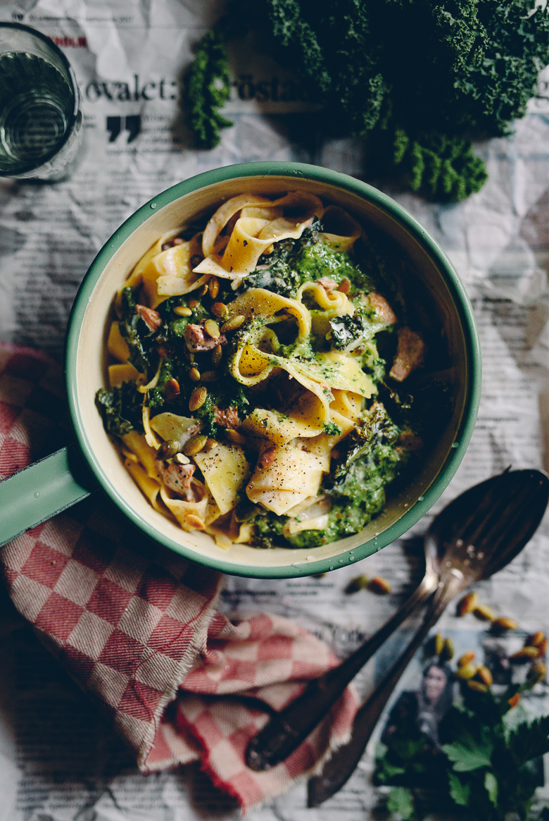 Krämig kantarellpasta med grönkål & selleripesto | Cashew Kitchen