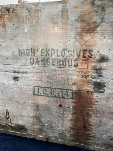 Du Pont Explosives Box-001
