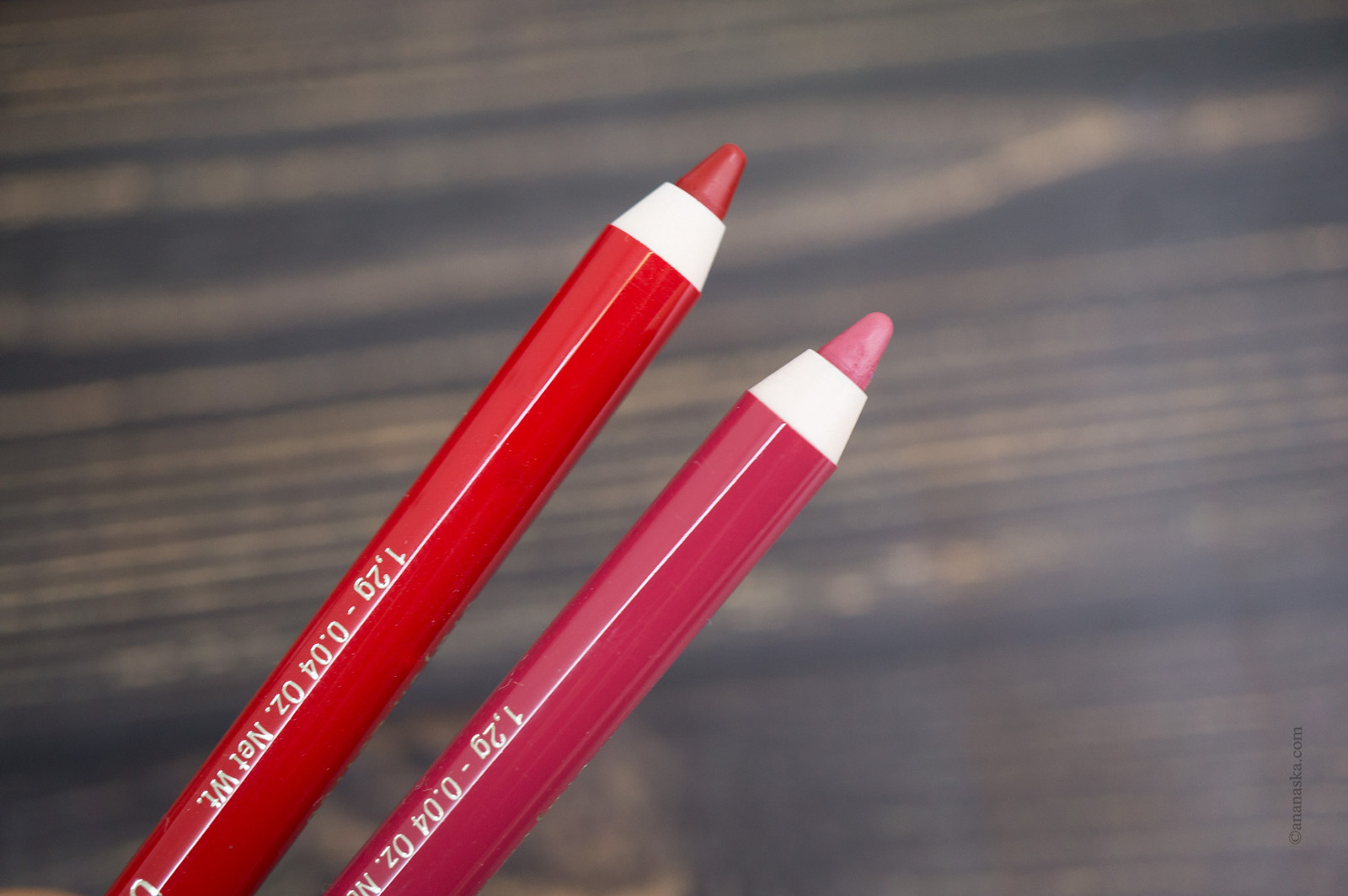Clarins Crayon Levres: 05 Roseberry, 06 Red
