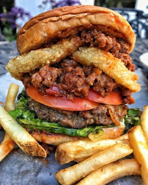 Chilli Burger with Onion Rings