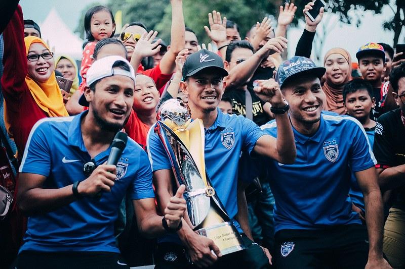 Sesi ramah mesra bersama pemain Bola Sepak Johor Darul Ta'zim iaitu Farizal Marlias, Mahali Jasuli dan Azammudin Akil