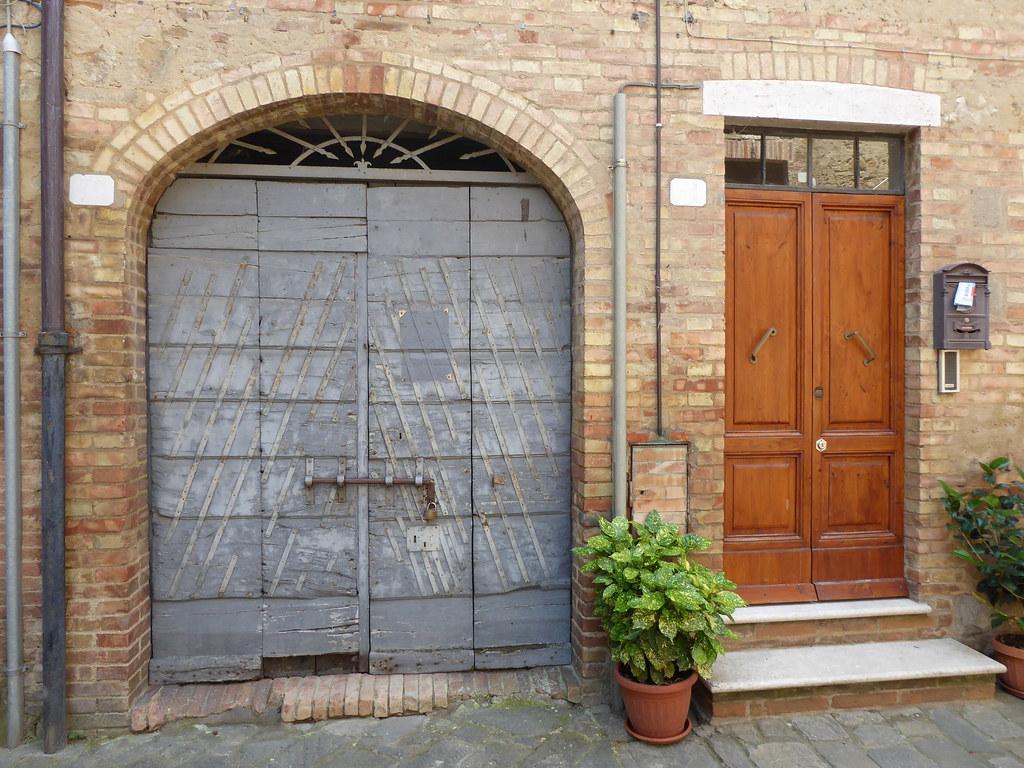 Buonconvento crete senese italy around guides - Porta castellana montalcino ...