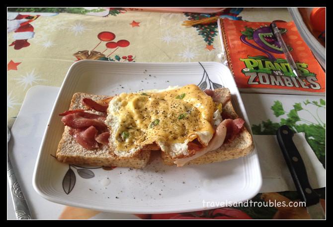 Eieren met spek en kaas