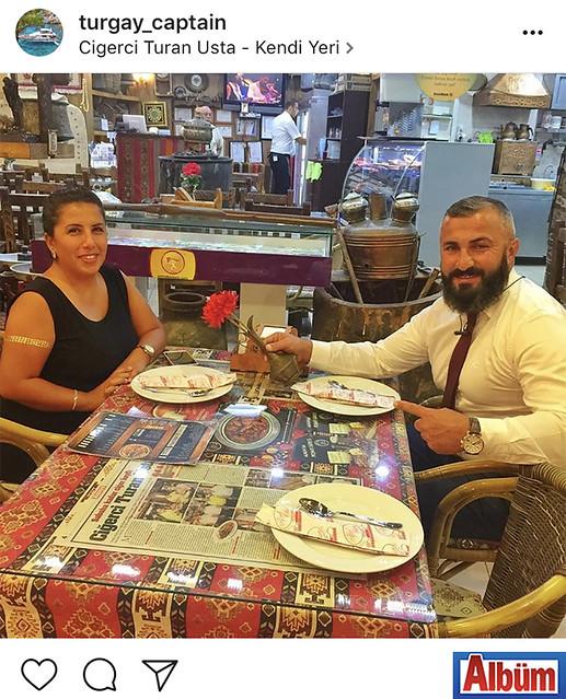 Island Yat'ın sahibi Kaptan Turgay Meşe, eşi Merve Meşe ile birlikte Ciğerci Turan Usta'daydı.