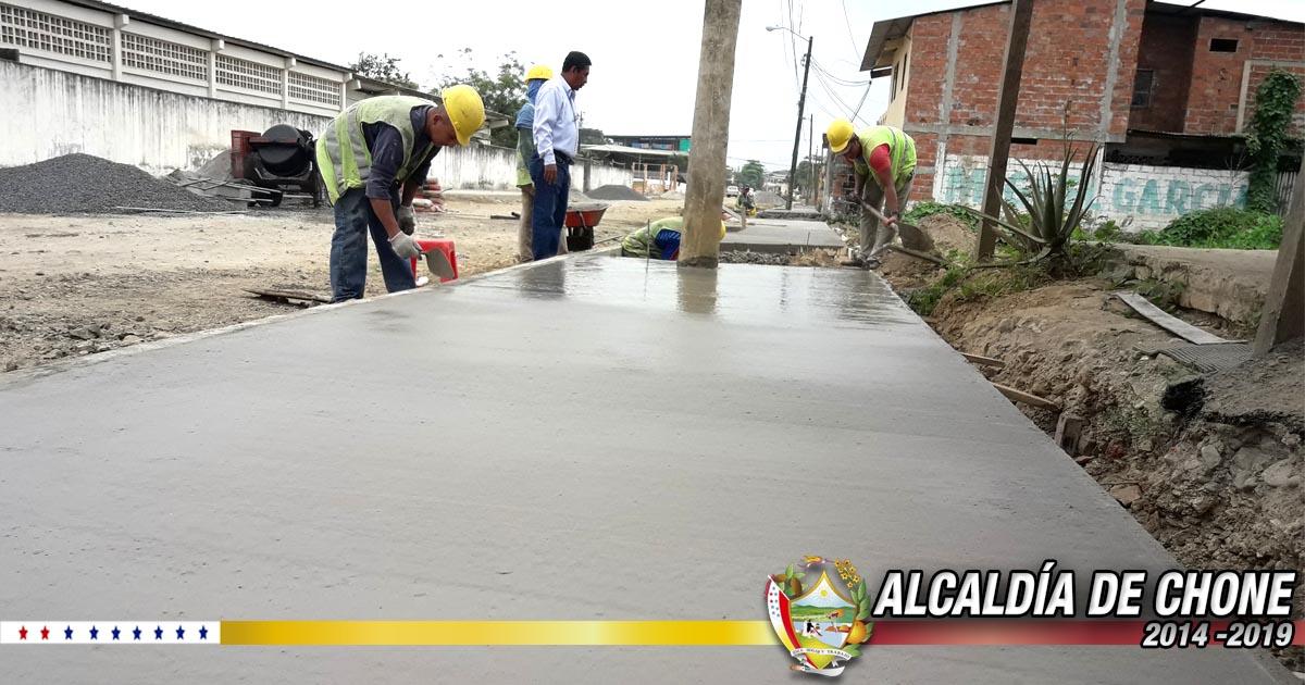 Bordillos y aceras en calles Ítalo Colamarco y Salustio Giler con el 68% de construcción