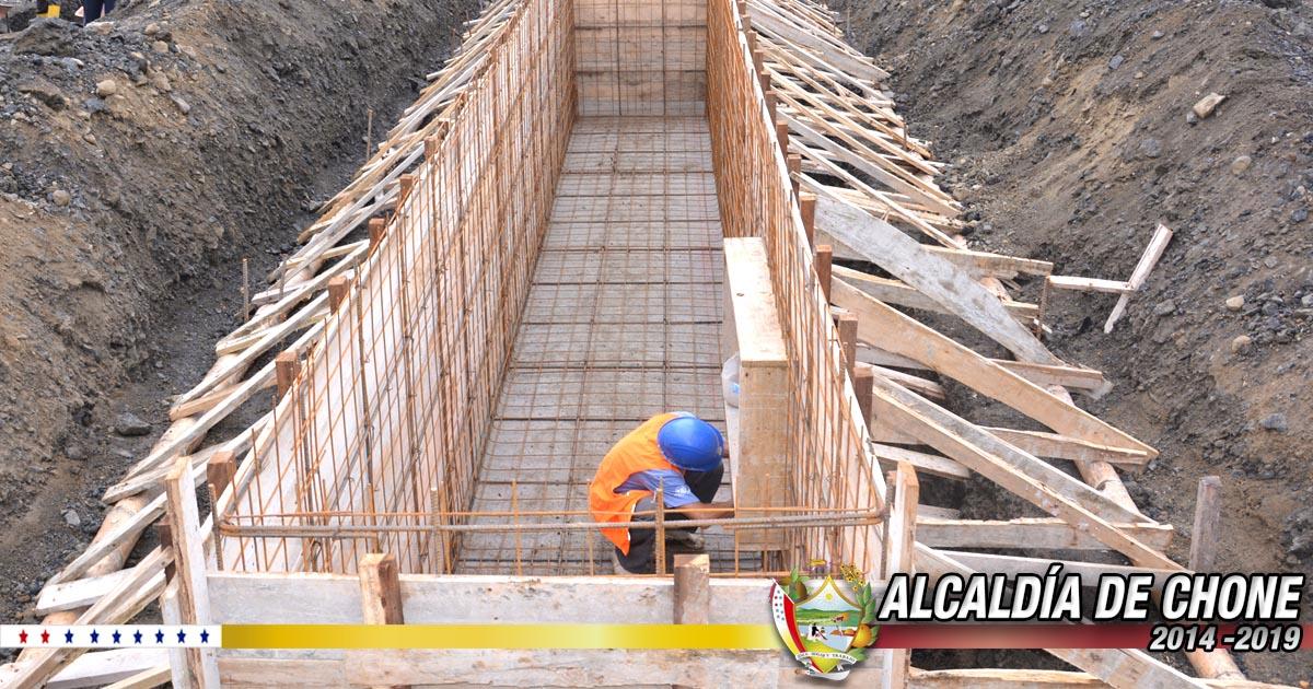 35% de construcción tienen los trabajos del galpón para la revisión vehicular en Chone