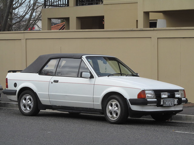 1985 Ford Escort XR3i, Canon POWERSHOT SX150 IS