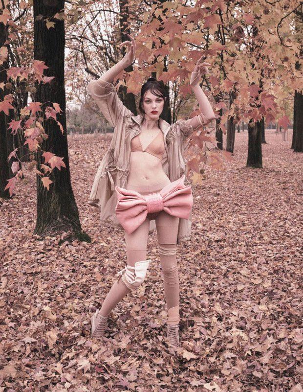 Vittoria-Ceretti-Vogue-Japan-Luigi-Iango-13-620x801