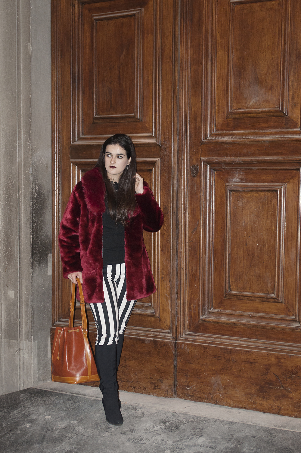 something fashion blogger influencer streetstyle spain firenze italianbloggers galeria degli uffizi fur coat lightinthebox collaboration halloween_0275