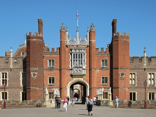 Great_Gate,_Hampton_Court_Palace