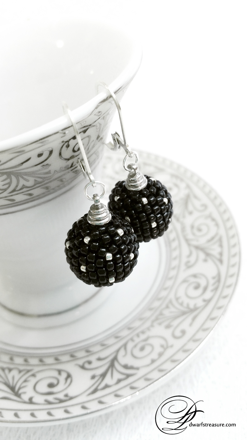 Black beaded bead silver earrings