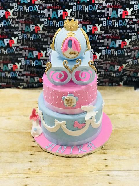 Cake by Aparna Datla of Fondant Wonders