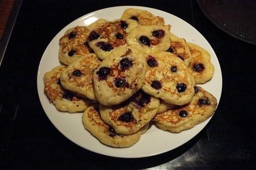 Blaubeer-Pancakes (zum Warmhalten gestapelt)