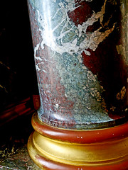 photo - Faux Marble Column, Salle des Illustres