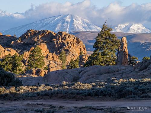 hartmanrocks alpine carbonpeak desert dusting mountain rocks snow sunrise