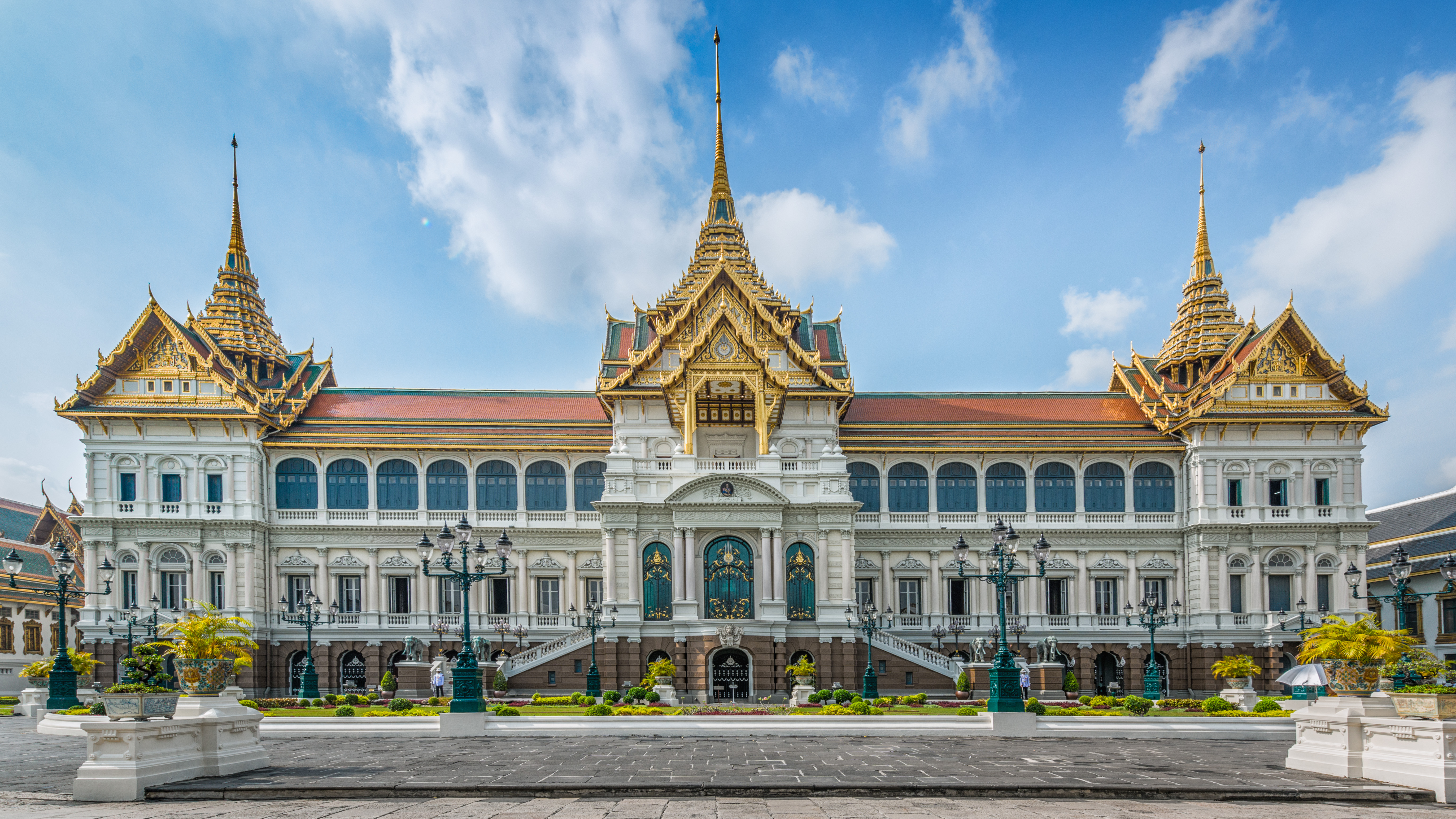 Phra Thinang Chakri Maha Prasat group of buildings in the center of the Grand Palace is a blend of Thai traditional architecture and a combination of 19th-century European styles. Photo taken by Andy Marchand on April 10, 2013.
