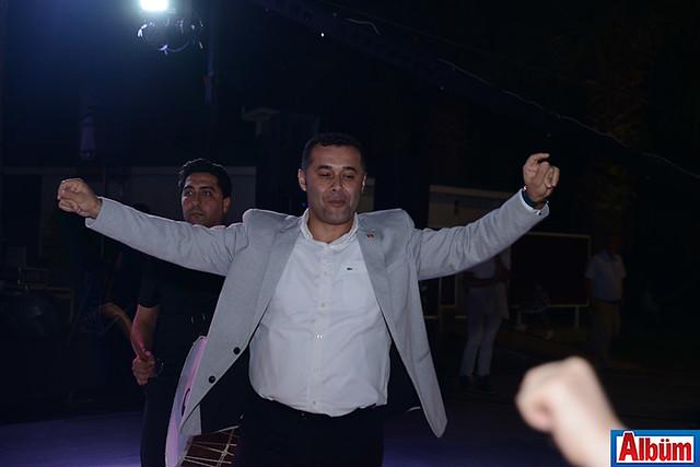 Alanya Belediye Başkanı Adem Murat Yücel de düğünde bol bol eğlendi